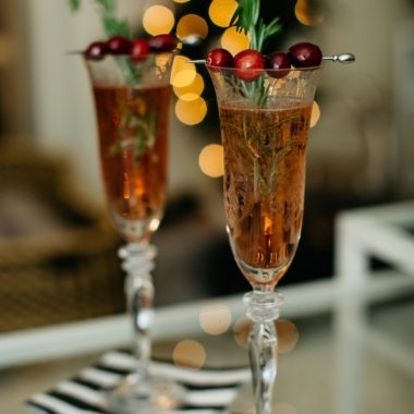 two ingredient cranberry spritzer - Easy Entertaining: Two-Ingredient Cranberry Spritzer featured by top Pittsburgh foodie blog, Wellesley & King