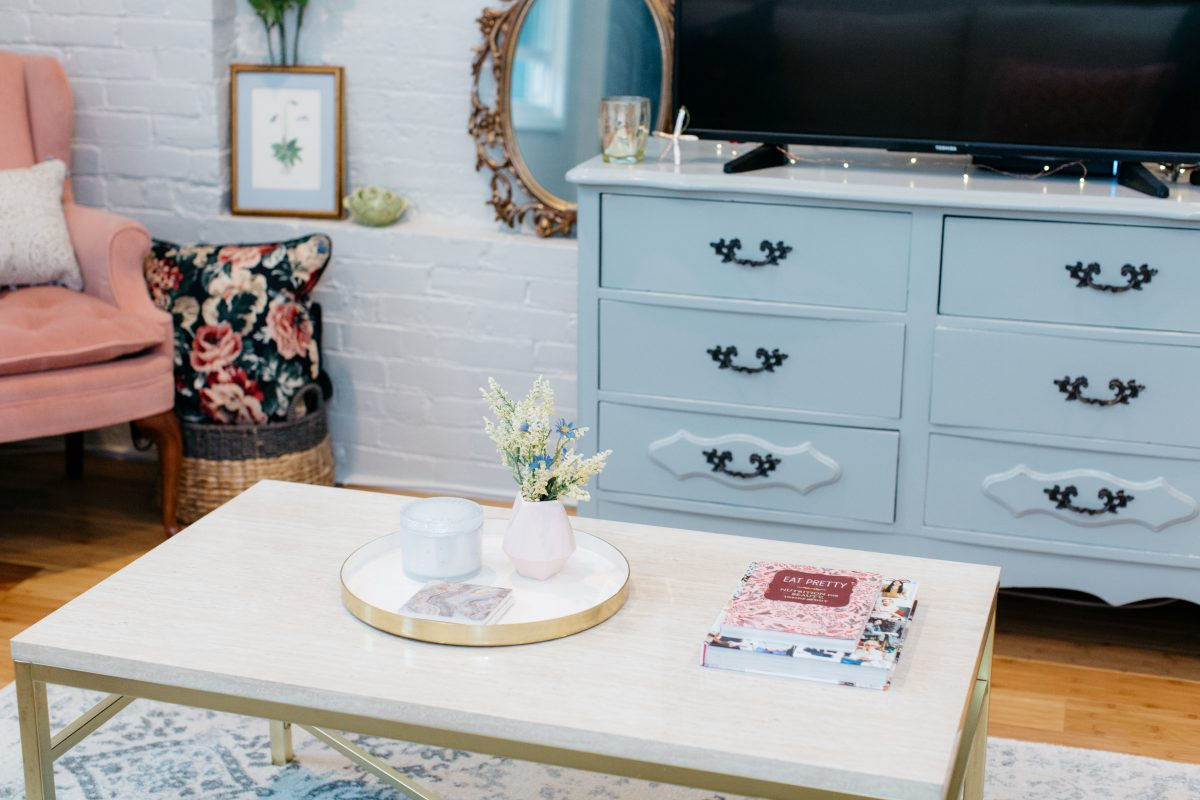 feminine tiny apartment decor-cg styling